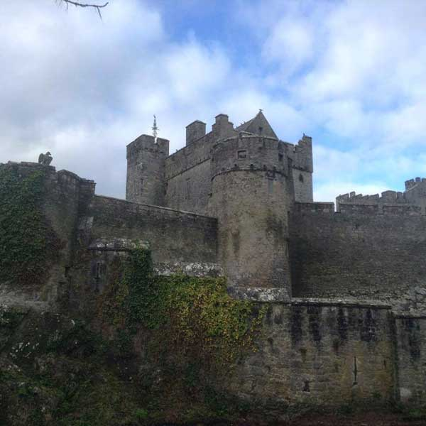 cahir castle view from the outside
