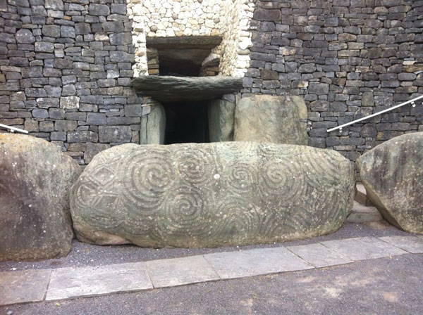 celtic carvings at newgrange