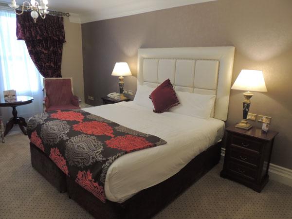 deluxe double bedroom at muckross