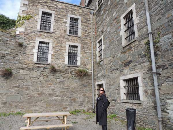 sinead in the prisoners courtyard