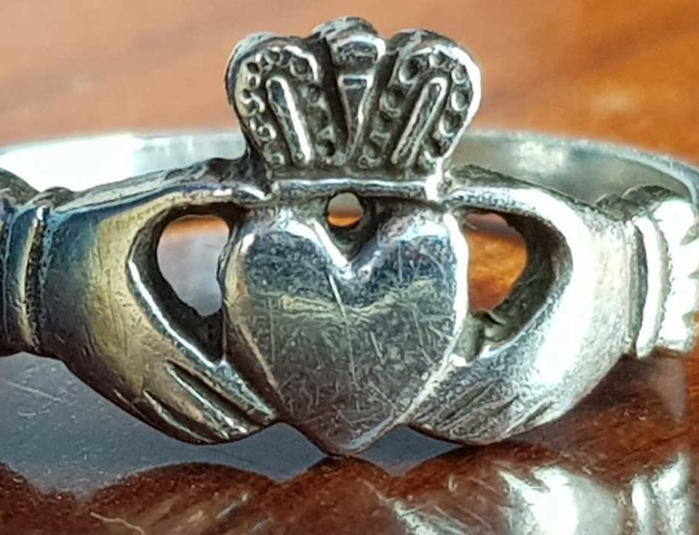 How Should I Wear My Claddagh Ring and What does it Mean?